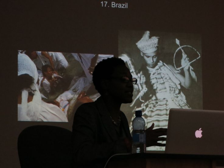 Opening lecture in a series on the Arts of Africa at the Alle School of Fine Arts & Design, January 9, 2013. Photo by David Teng Olsen.